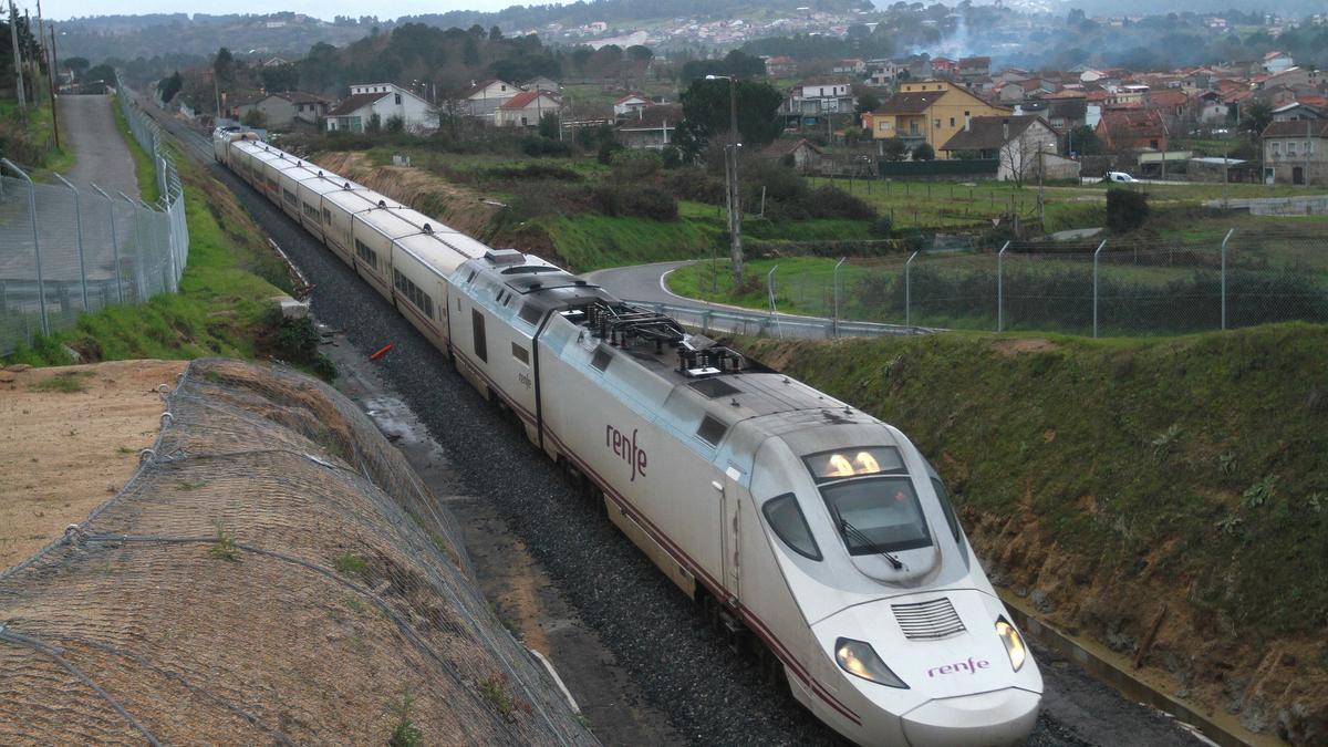 Un Alvia como el que hará el nuevo trayecto Vigo-Pontevedra-Ourense_Zamora-Madrid.