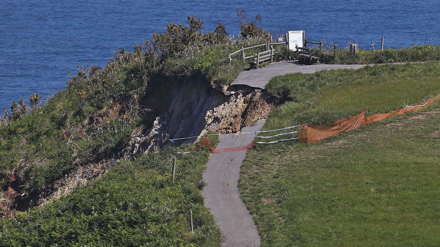 Los asturianos caminan por la senda del abandono