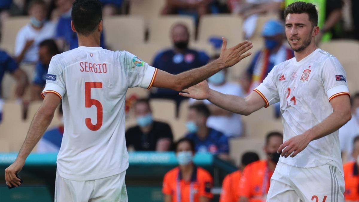Laporte celebra su gol con Busquets