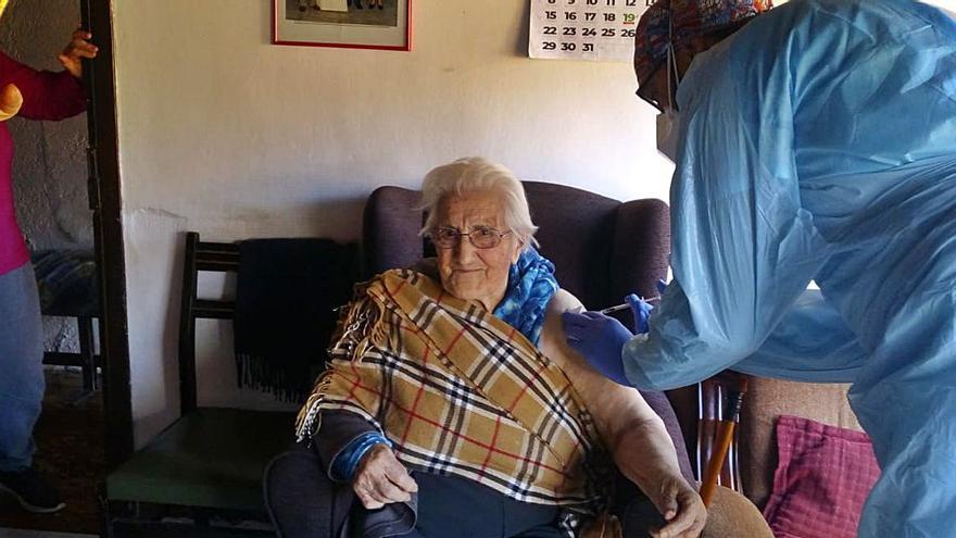 Comienza la vacunación a los mayores de 90 en la Zona Básica de Salud de Puebla de Sanabria