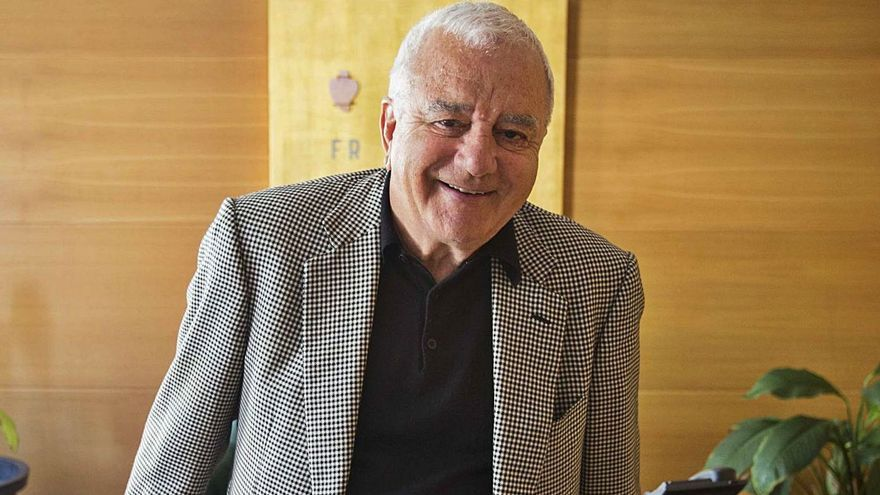 Francisco Roig, expresidente del Valencia, en su despacho profesional. | FERNANDO BUSTAMANTE