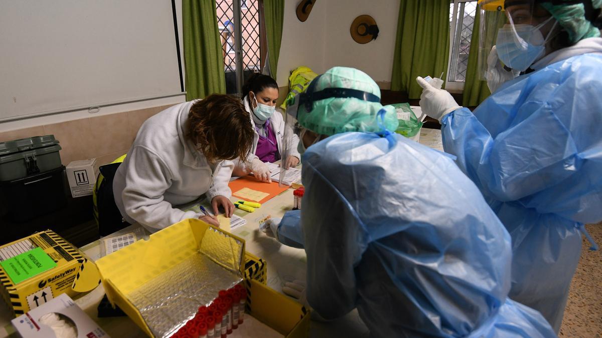 Cribado realizado ayer en O Vao, en Poio, uno de los puntos con más incidencia del virus.