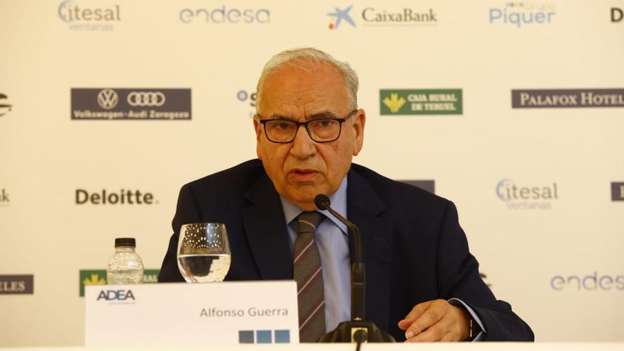 El exvicepresidente del Gobierno Alfonso Guerra, en el Foro ADEA