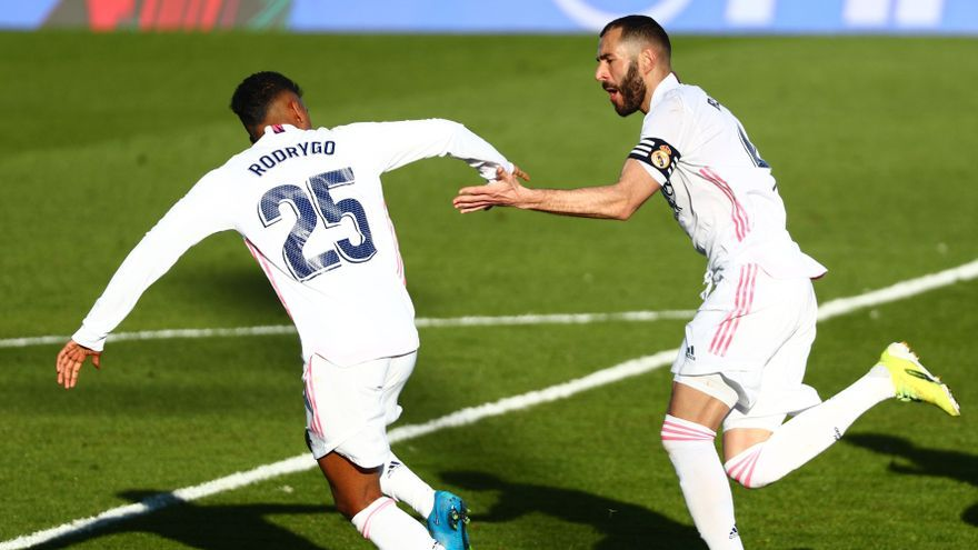 Benzema da al Real Madrid una remontada vital ante el Elche