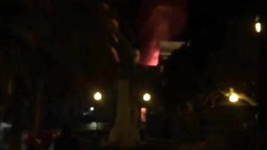 Incendio junto al Teatro Guiniguada