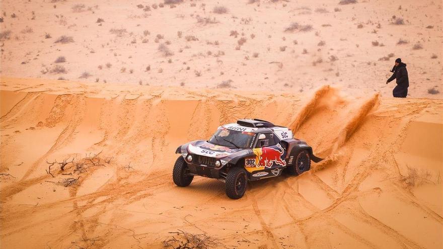 Peterhansel se acerca su 14º Dakar, el día de la muerte de Hubert Auriol
