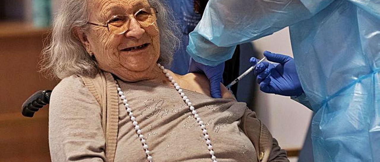 La primera vacunada en Balears, Avelina Serrano.