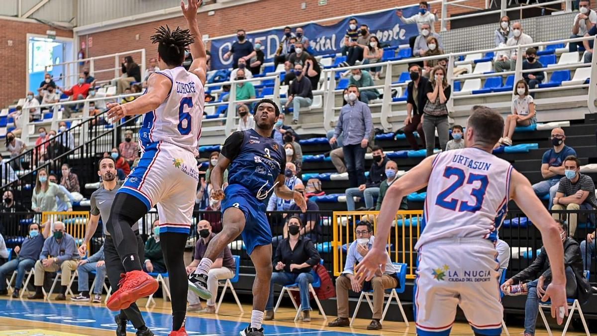 Speight lanza la canasta para ganar el partido ante el Alicante