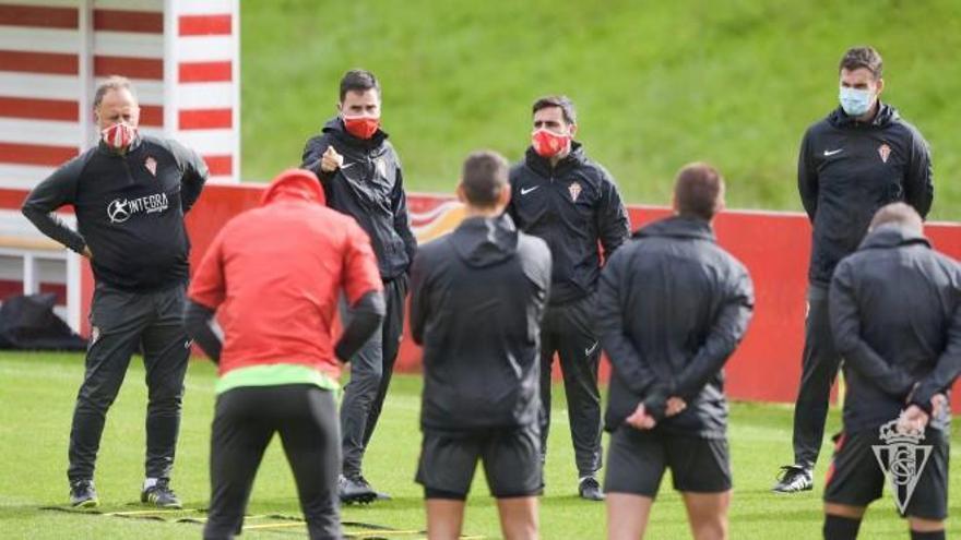 David Gallego cita a Saúl García, último fichaje del Sporting, para la visita al Almería
