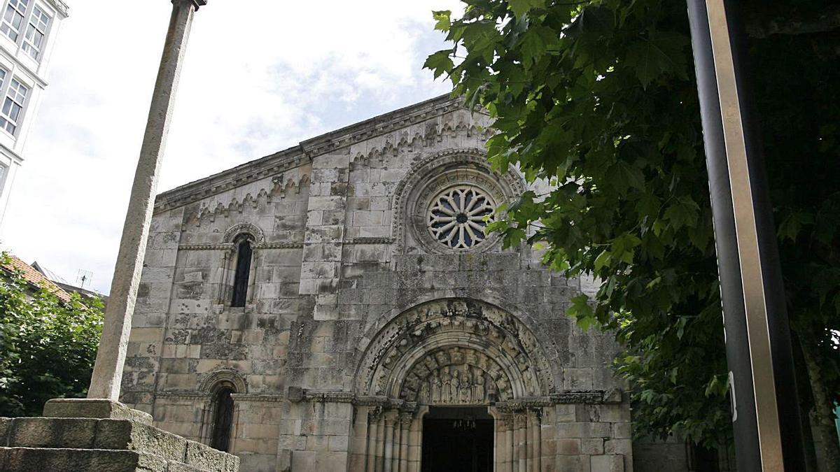 Vista frontal de la iglesia de la Colegiata, en la Ciudad Vieja.    // EDUARDO VICENTE