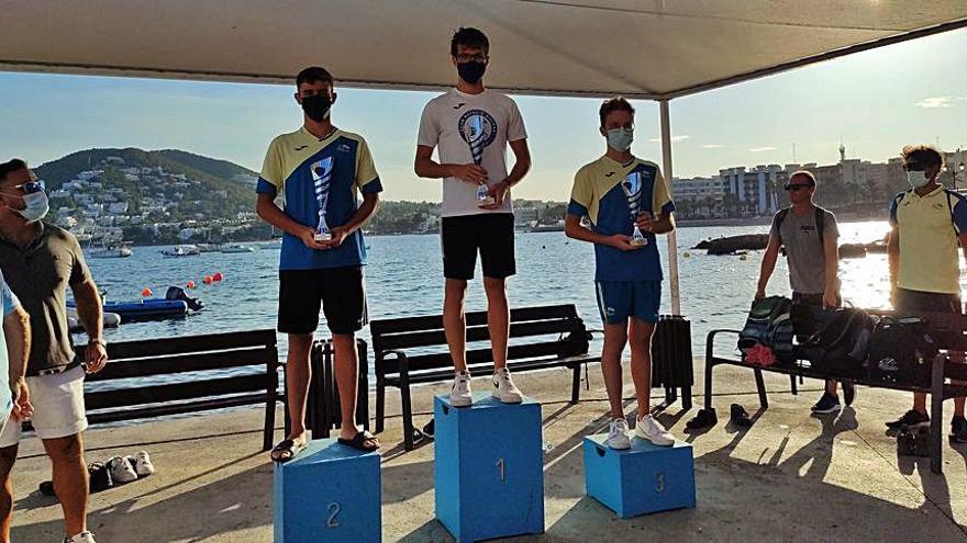 56 nadadores en la doble Travesía de Santa Eulària