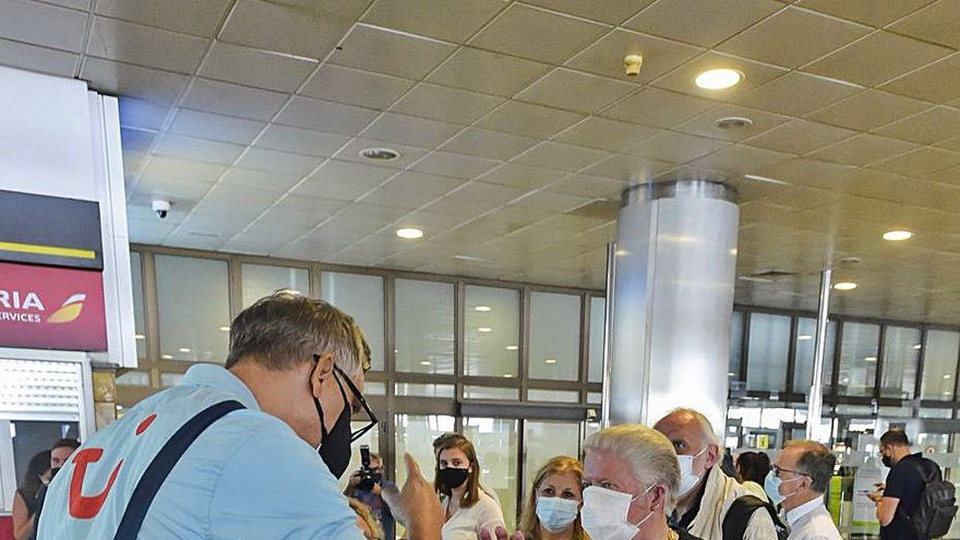 Canarias prevé recuperar la mitad de las conexiones aéreas a final de año