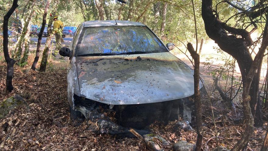 Un coche provoca un incendio junto al Lago de Sanabria