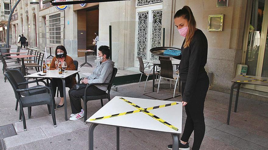 La cara y cruz de la pandemia en Galicia: 45 concellos sin peligro y 40 en máximo riesgo