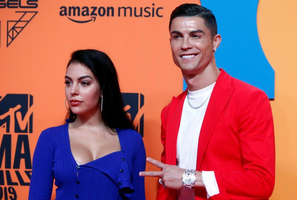 Cristiano Ronaldo y Georgina Rodríguez, en la alfombra roja de los EMAs 2019
