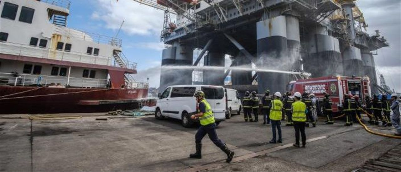 Simulacro de incendio realizado en el Puerto de Las Palmas. | | JOSÉ CARLOS GUERRA