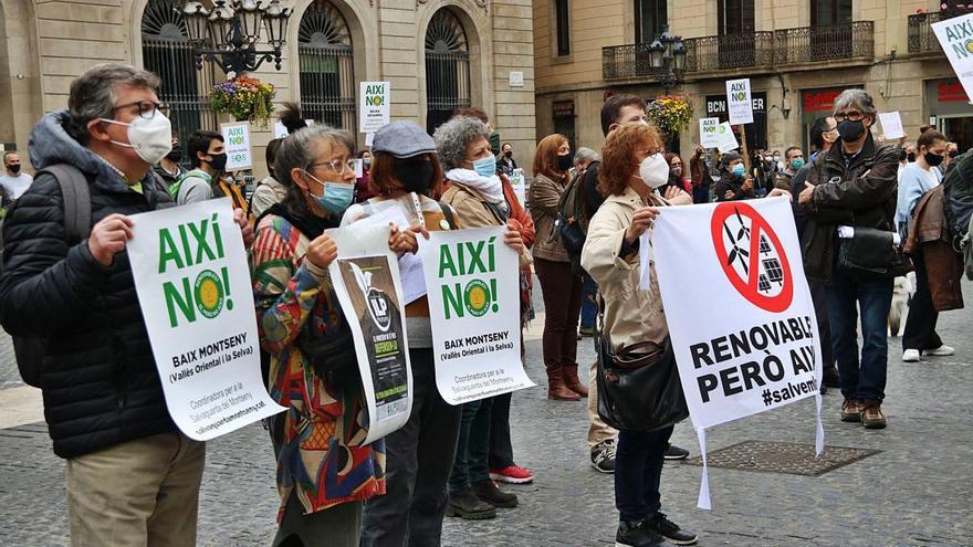 Els micropobles protesten contra els grans parcs d'energia renovable