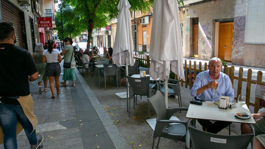 El bipartito de Alicante prorroga la ampliación de terrazas por el covid hasta mediados de enero