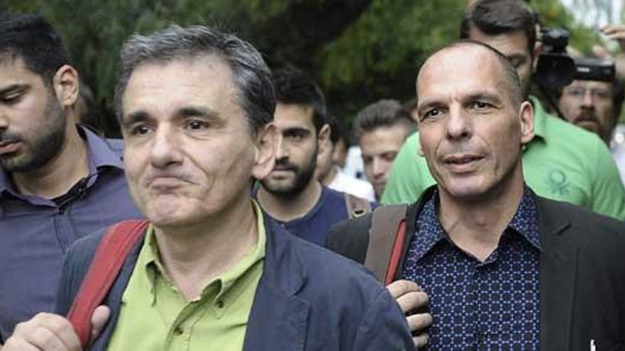 Tsakalotos, un ortodoxo de Syriza, sustituye a Varufakis