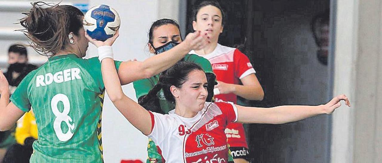 Una imagen del partido del Balonmano Gijón
