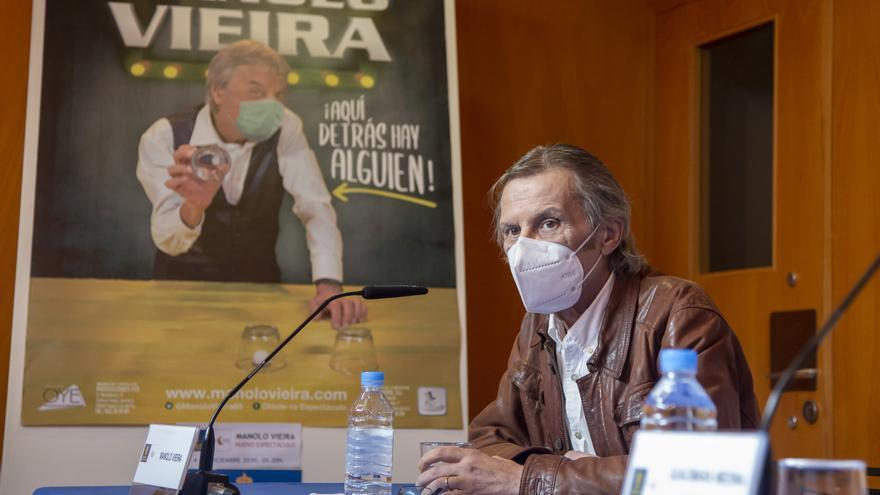 Manolo Vieira estrena en el Cuyás, 'Aquí detrás hay alguien'