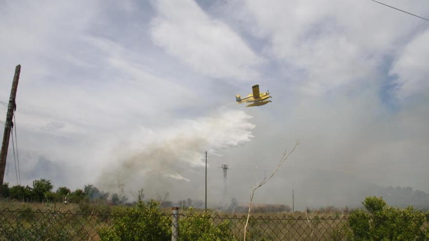 Un incendio obliga a desalojar doce viviendas en Onda