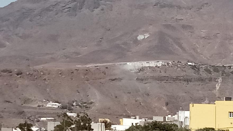 Incendio junto a unas viviendas en La Aldea de San Nicolás (31/07/2021)