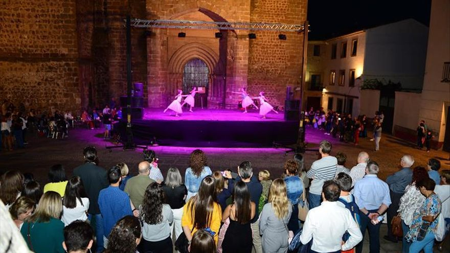 Visitas guiadas, teatro, música y baile para estrenar 'Plasencia Abierta'
