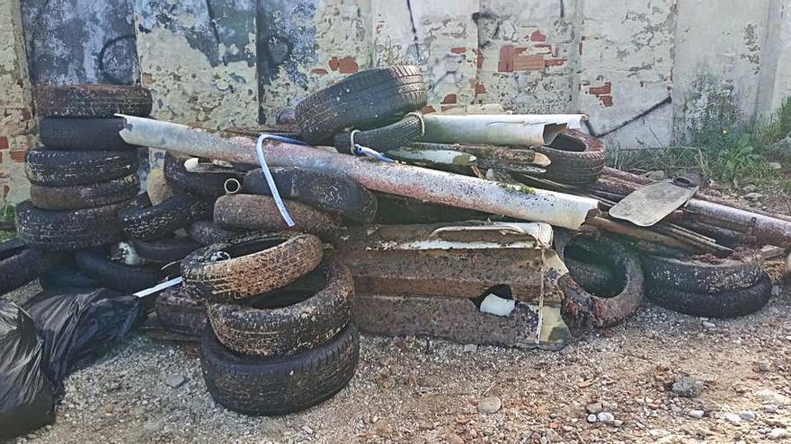 Sacan 41 neumáticos del mar en Xàbia