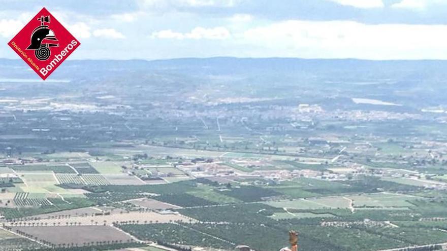 Rescatado un escalador accidentado en su descenso a pie en Callosa de Segura