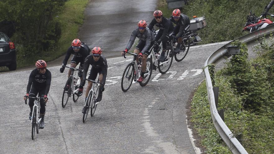 """Las claves de  la segunda etapa de la Vuelta a Asturias, por Luis Pasamontes: """"La carrera cambia mucho al no finalizar en El Acebo"""""""