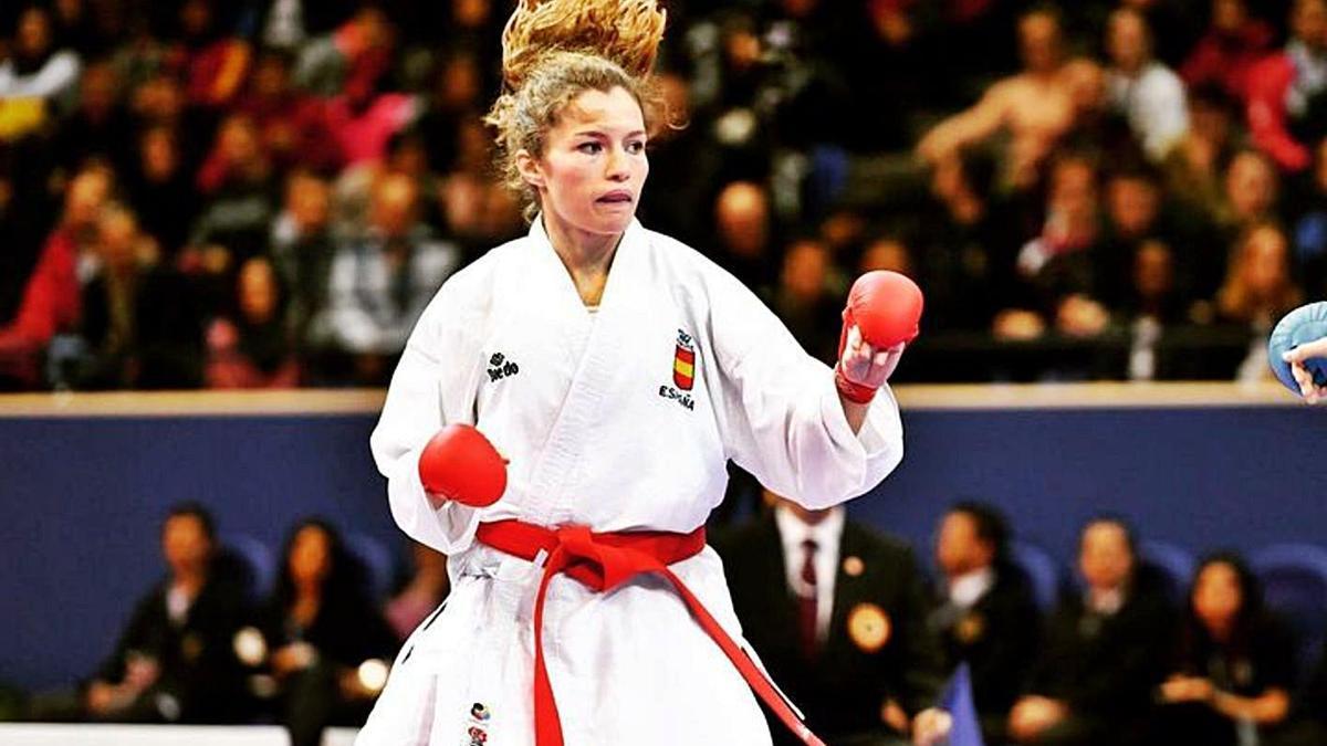 La karateca ibicenca Cristina Ferrer, en acción durante el preolímpico de París