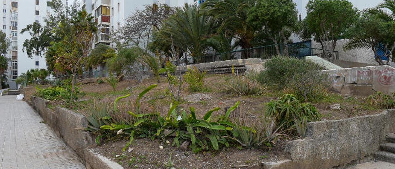 Jardín de la Vega de San José, parcialmente destrozado.