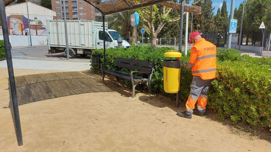 Xixona instala 40 papeleras amarillas para envases en los parques del municipio