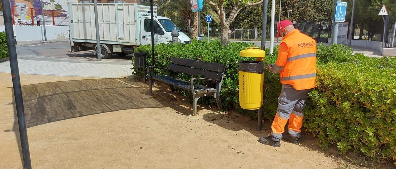 Xixona instala papeleras amarillas para envases en los parques del municipio