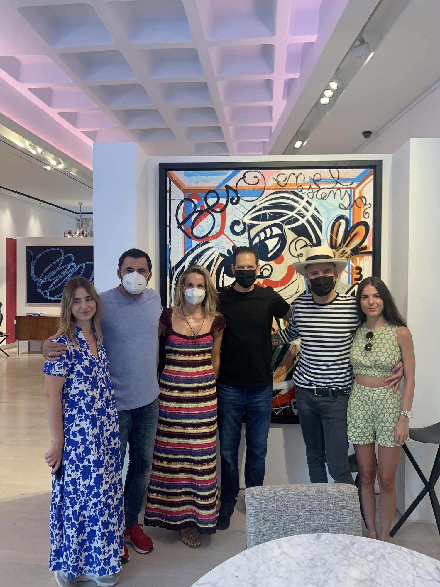 Miguel Caravaca visita al coleccionista Drew Aaron en la Gallery Red, en Mallorca