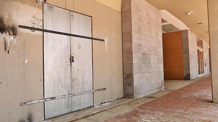 Tapien el local ocupat pels homes que dimecres en van agredir un altre als Químics de Girona