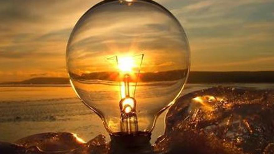 Consejos para ahorrar en la factura de la luz este verano