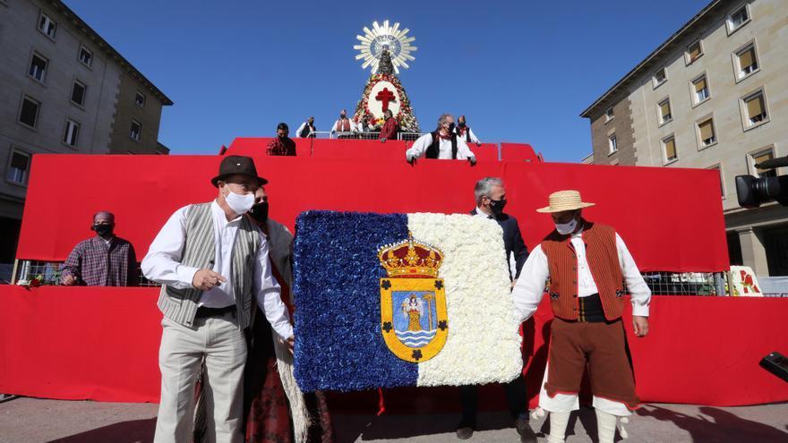 """El Ayuntamiento de Zaragoza recuerda a La Palma en una """"especial"""" ofrenda a la Virgen del Pilar"""