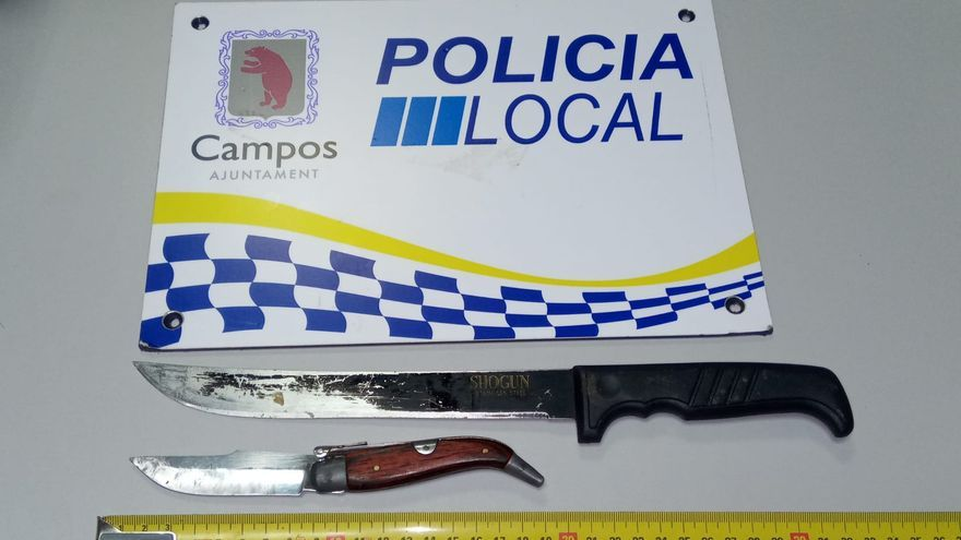 Detenido en sa Ràpita por amenazar a su pareja con una navaja y un cuchillo
