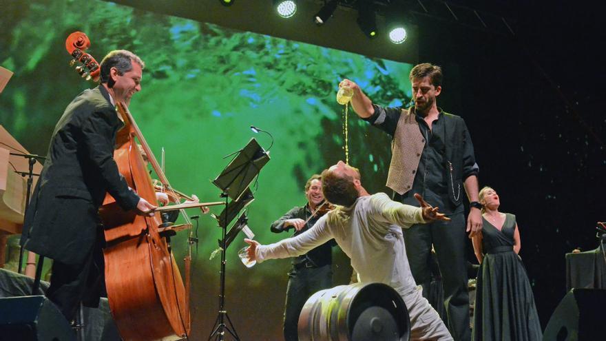 La Fura dels Baus convierte el CDAN en una taberna de música experimental
