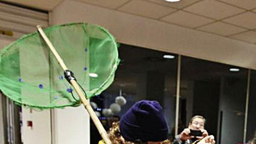 L'Anguleru navideño prepara videoquedadas con los niños de La Arena