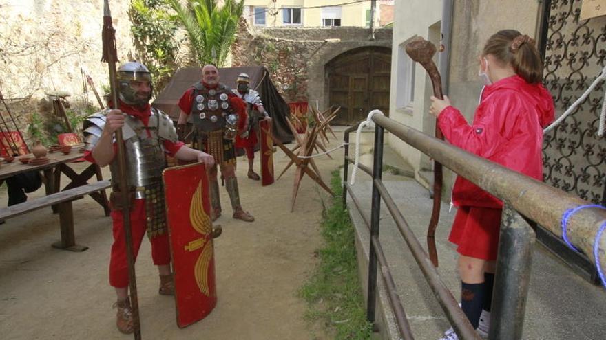 Blanes obre l'exposició dels passos i el campament dels Manaies