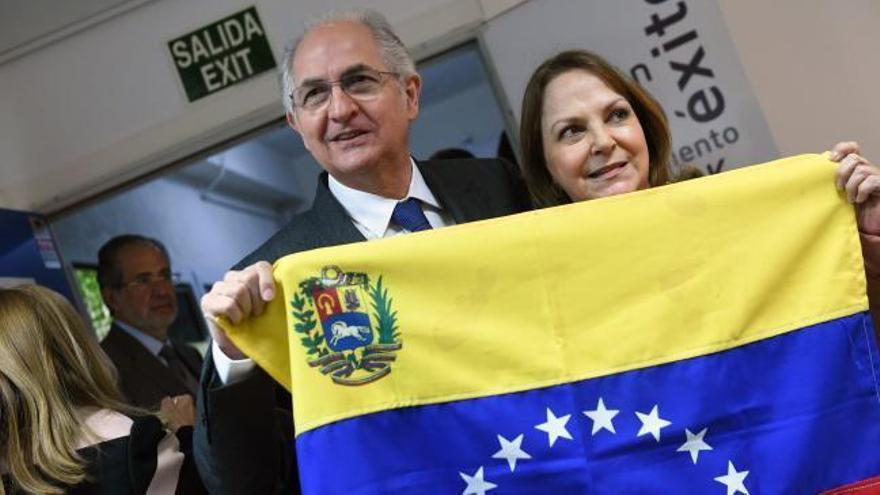"""Ledezma afirma que no busca """"un exilio dorado"""" sino """"hacer rugir"""" a la oposición"""