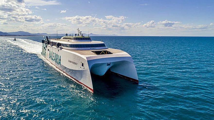 Baleària amplía las conexiones diarias  en alta velocidad entre Dénia y Baleares