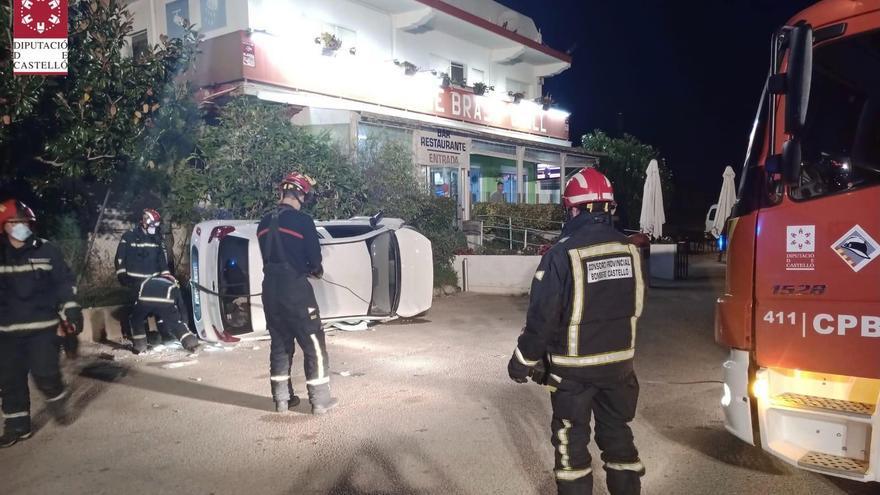 Aparatoso accidente en la N-340 en Vinaròs con un coche volcado
