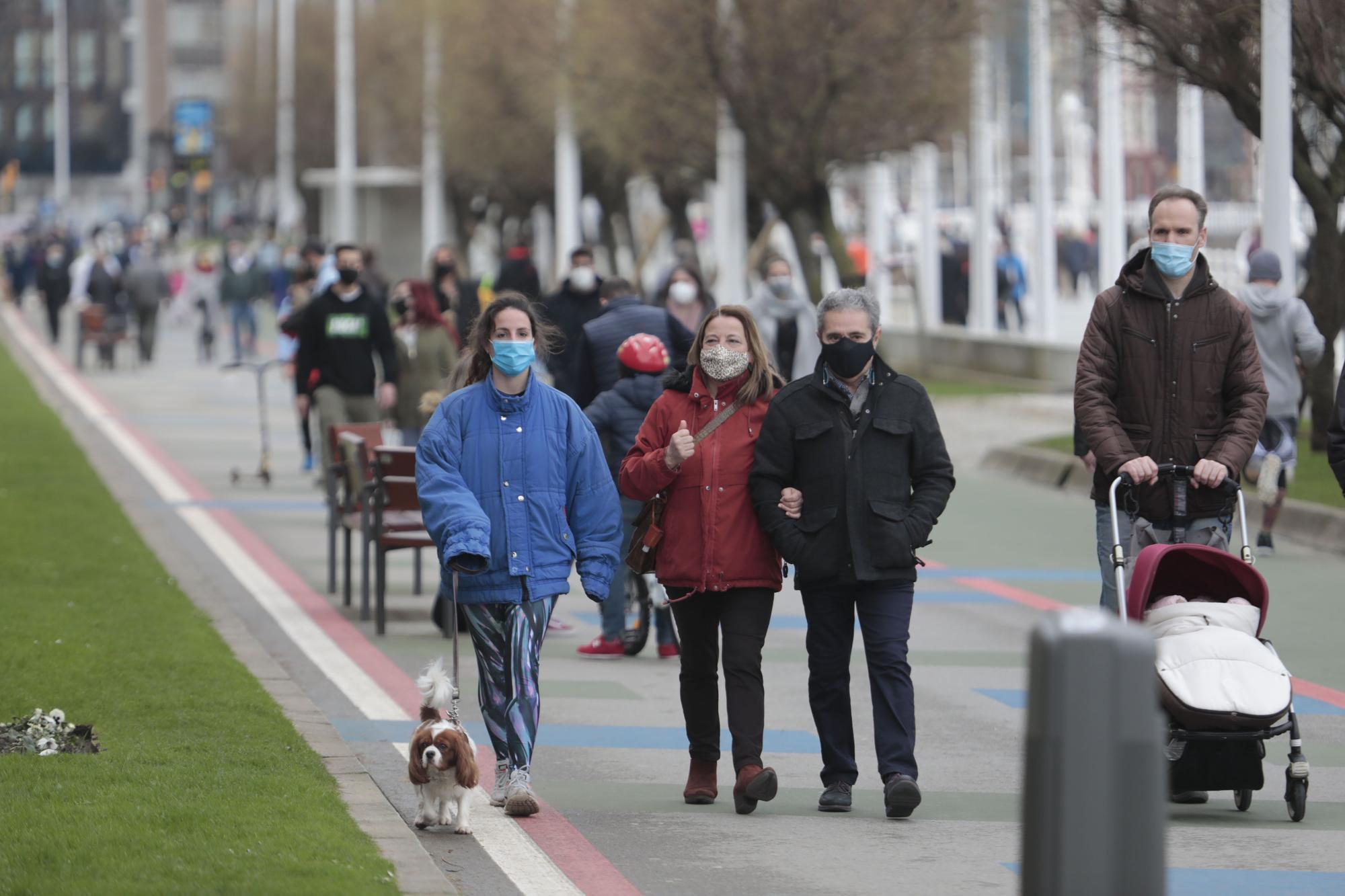 Gijón disfruta de la ciudad en el tercer cierre perimetral