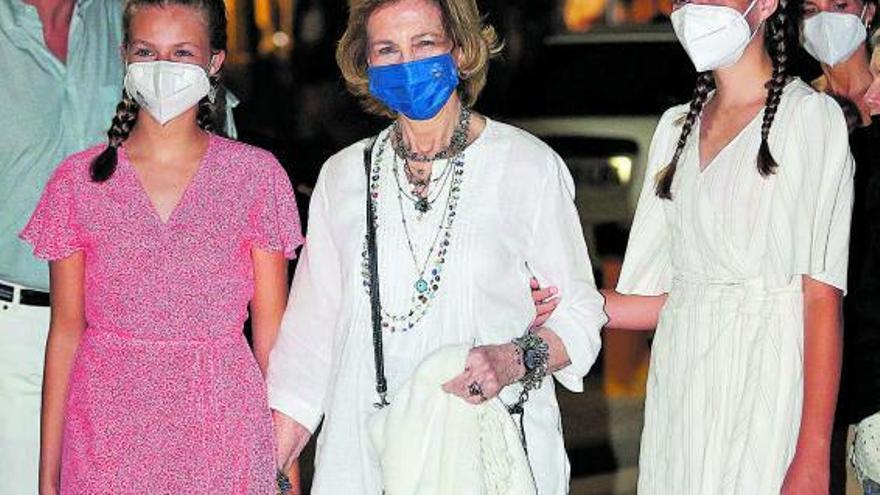 La reina Sofía reaparece con sus nietas