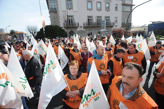 300 ganaderos y agricultores claman en A Coruña