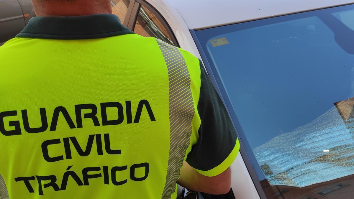 Un agente de la Guardia Civil de Tráfico.